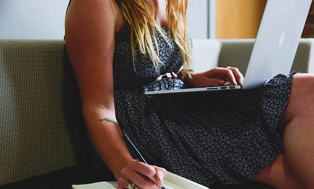 Praca jako nauczyciel akademicki – plusy i minusy