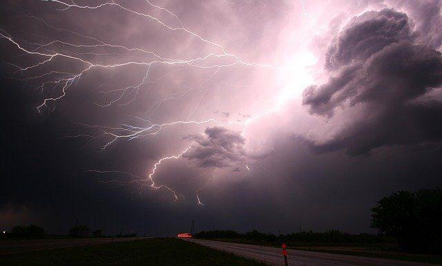 Jak powstaje burza